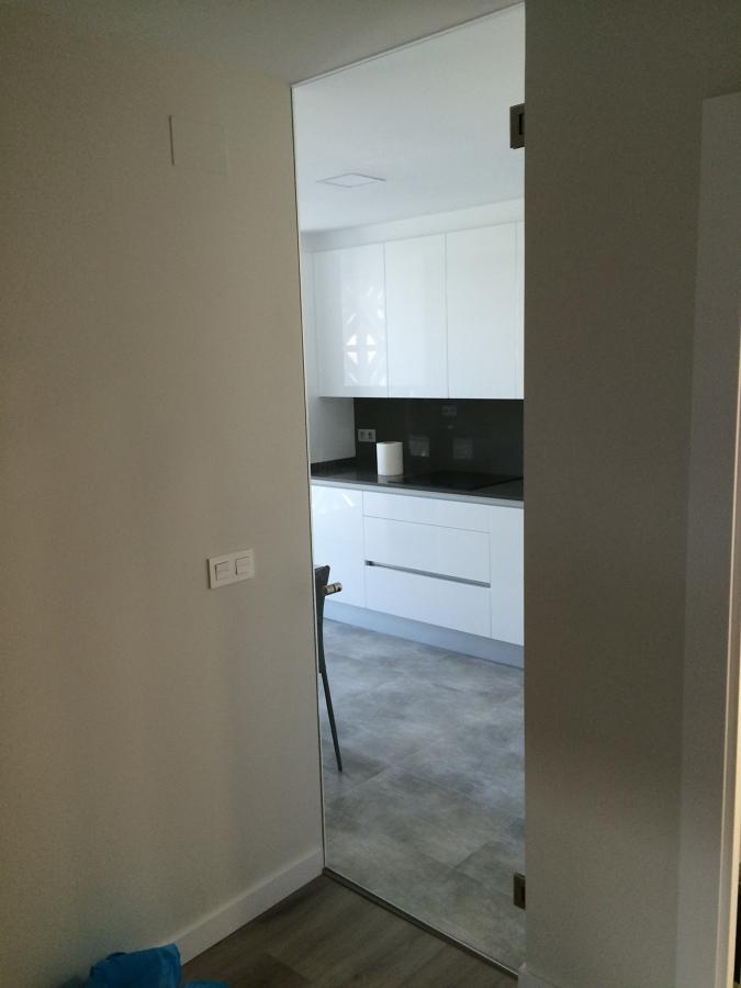 Foto puerta cocina de cristaleria orcoyen 1086022 - Puerta abatible cocina ...