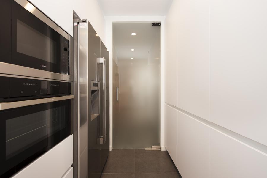 Foto puerta cocina con cristal transl cido sincro de sincro 1476721 habitissimo - Puerta cristal cocina ...