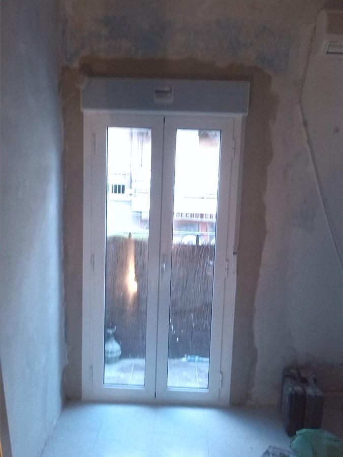 Puerta con persiana abatible perfil aluminio , con obra de albañileria