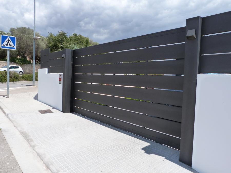 puerta corredera automática de lamas de hierro