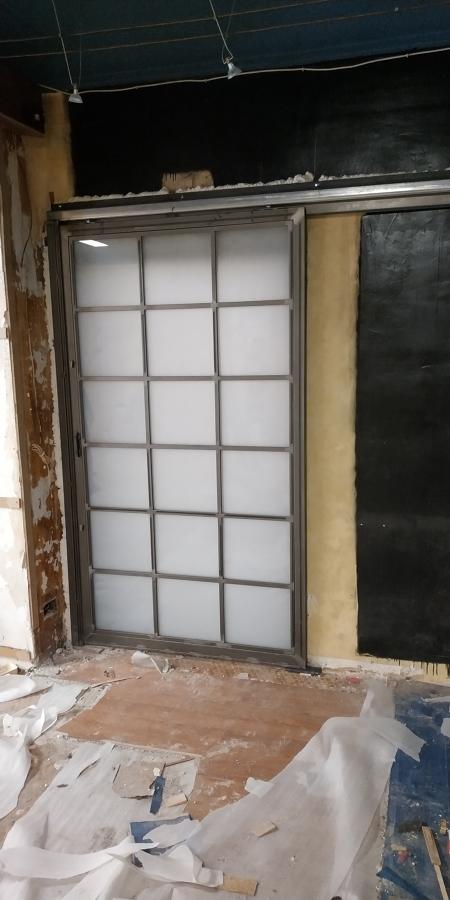 Puerta corredera bicolor