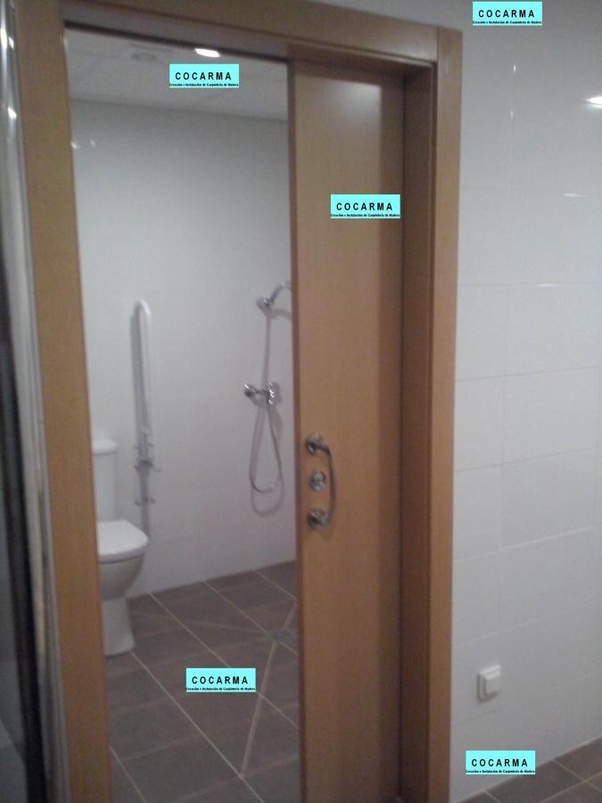 Foto puerta corredera con cerradura de cocarma colocaci n for Puerta plegable con cerradura
