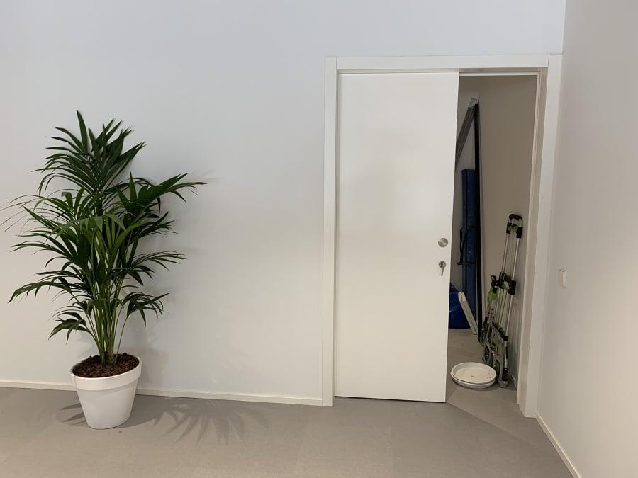 Puerta corredera de 130 cm ancho y con cerradura