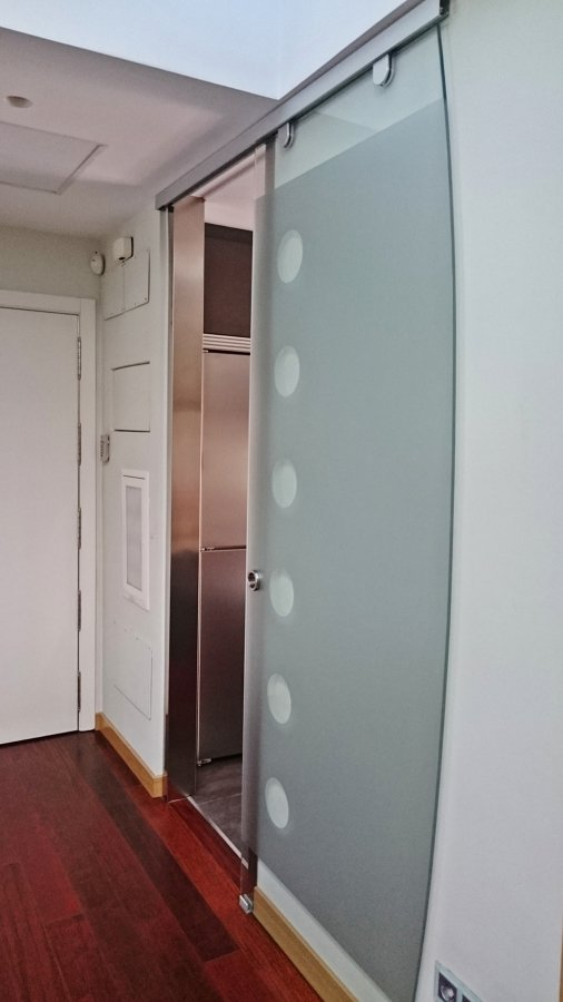 26 genial puerta corredera cristal ba o im genes puerta - Instalacion puertas correderas ...