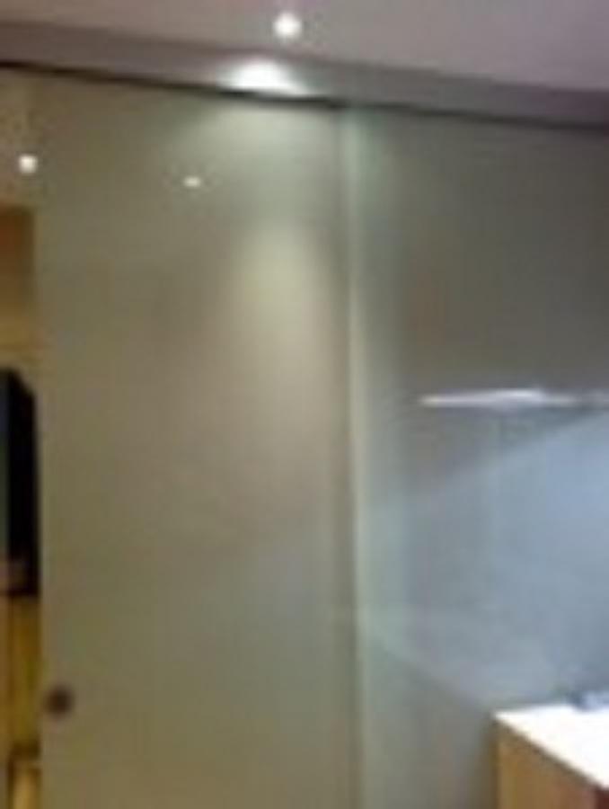 Foto puerta corredera de vidrio de aluvizu decor 528129 - Puerta vidrio corredera ...
