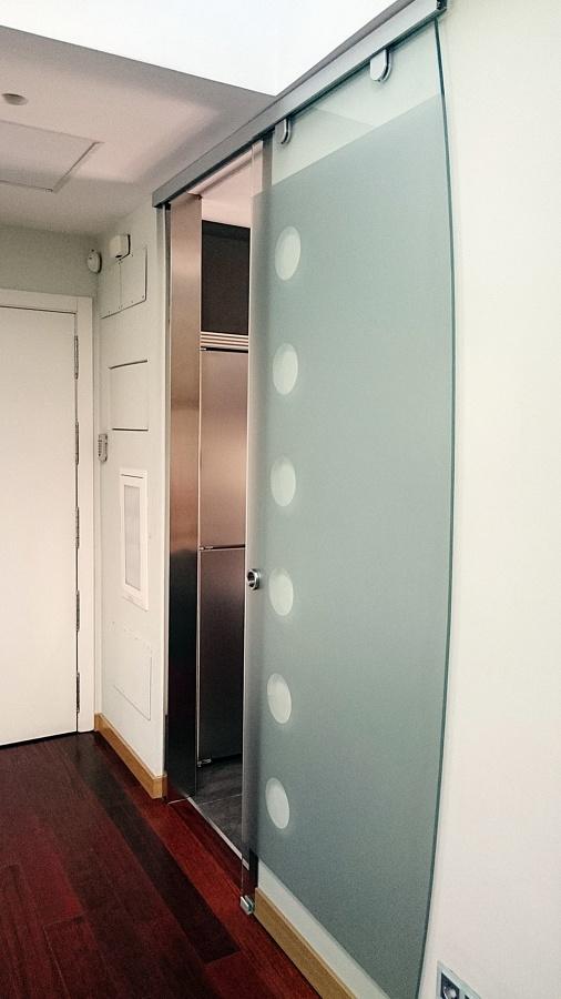 Puerta Corredera .Diseñada en  Pincel Cristal