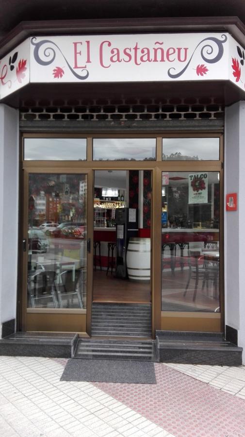 Puerta corredera en bar
