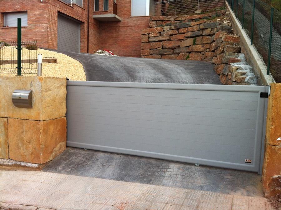 Puerta jard n corredera aluminio ideas puertas garaje for Puertas de jardin de aluminio