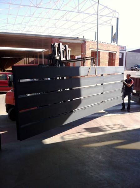 Puerta corredera mecanizada