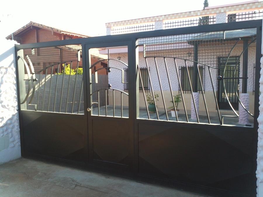 Puerta Corredera y Central Peatonal.