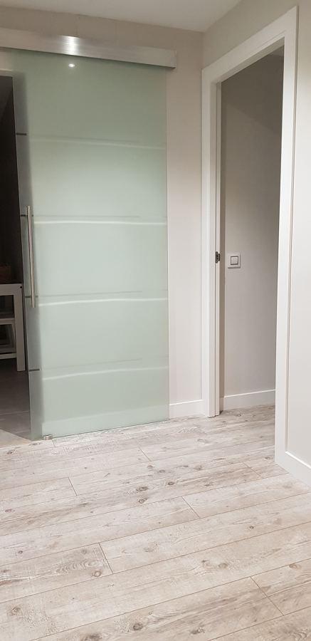 Puerta cristal cocina y tarima