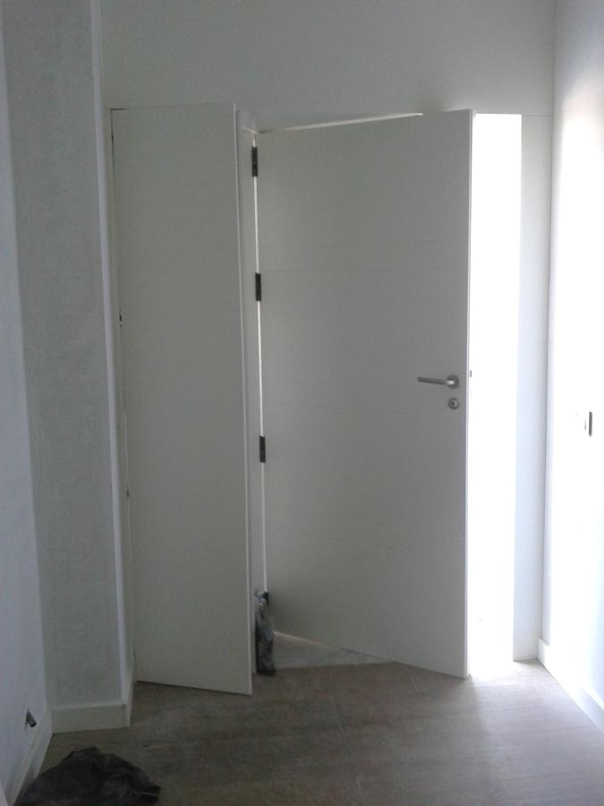 Foto puerta de acceso a la vivienda de rayma c b 969312 for Puertas para vivienda