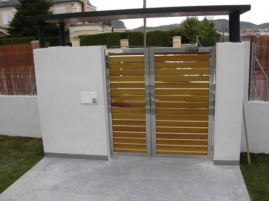 Puerta de acceso a parcela