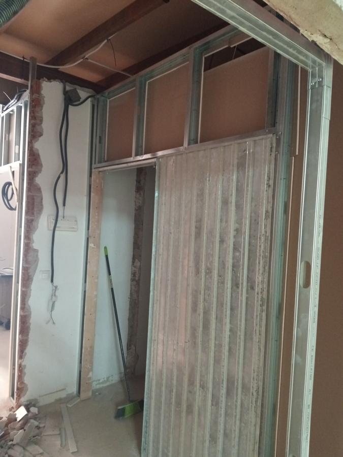puerta de aseo en construcción con pladur