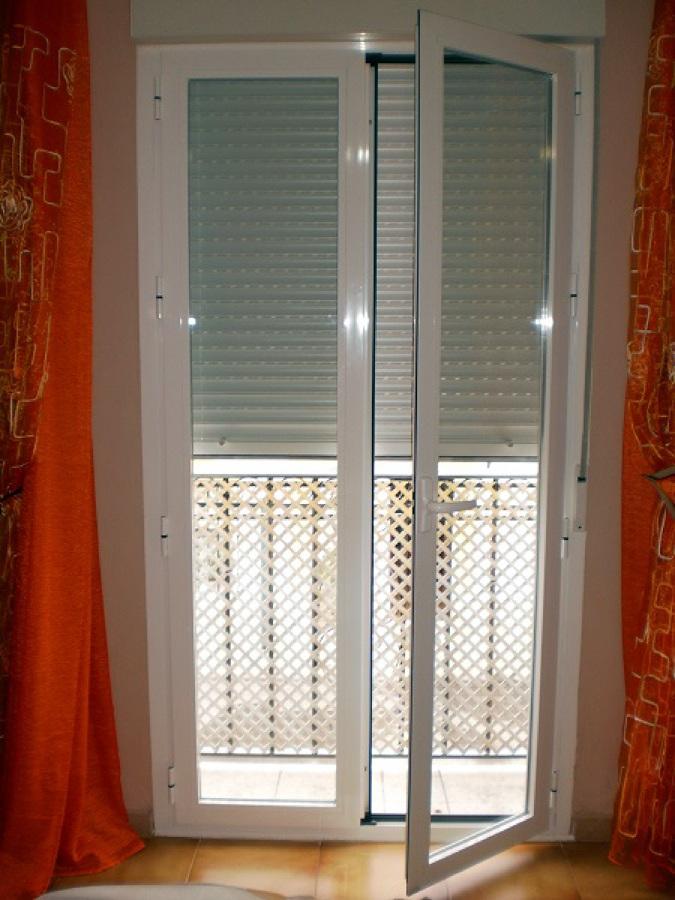 Foto puerta de balcon de carpinter a met lica vifer for Puertas balcon de aluminio precios en rosario