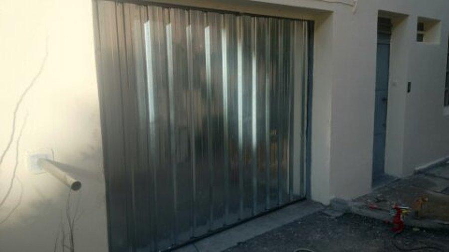 Puerta de chapa puerta perfil de la Embajada en Madrid
