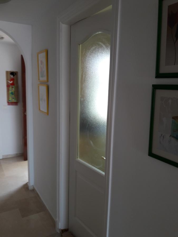 Puerta de cocina restaurada y  lacada