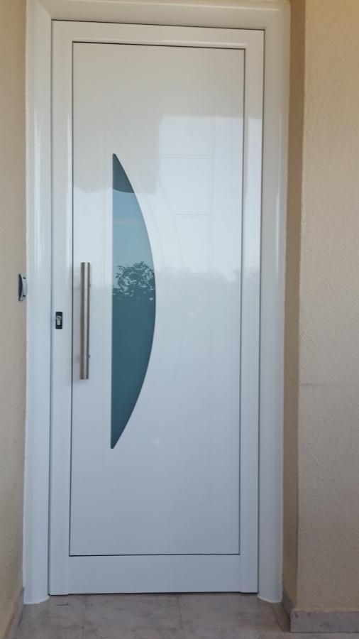 Puertas de entrada a vivienda en barcelona ideas for Puerta entrada vivienda