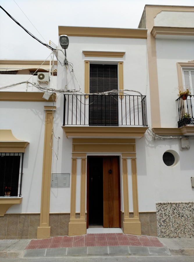 Puerta de entrada a la vivienda. Estado Reformado
