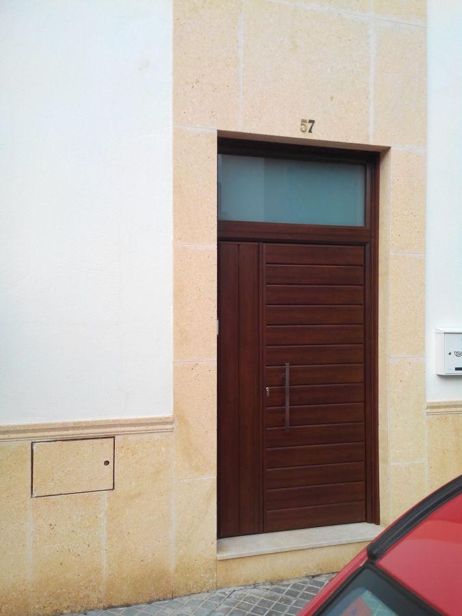 Foto puerta de entrada en aluminio de mrn reformas for Puerta entrada aluminio