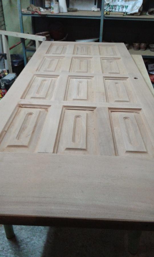 Puerta de entrada en la madera
