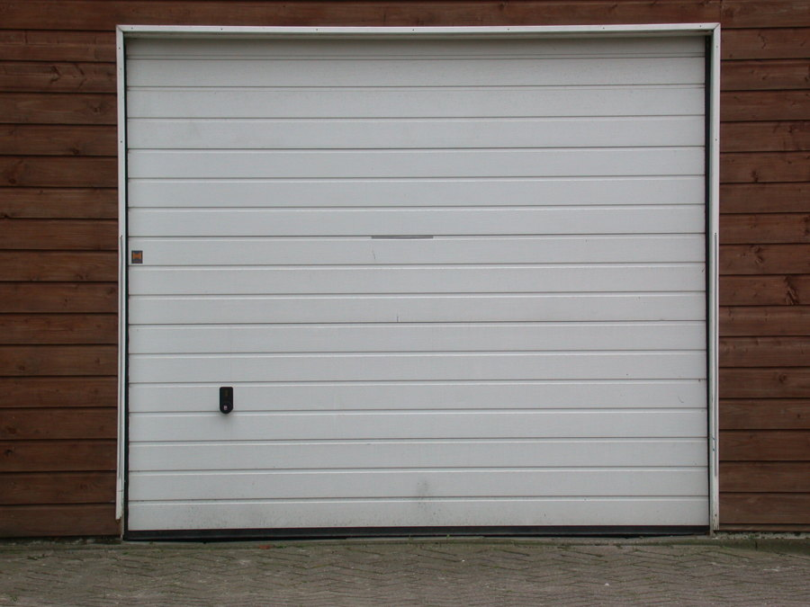 foto puerta de garaje met lica blanca de mahico