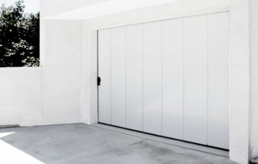 Puerta de garle abatible color blanco