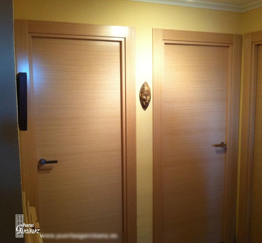 Foto puerta de interior en chapa de roble decap eco de for Puerta de roble macizo castorama