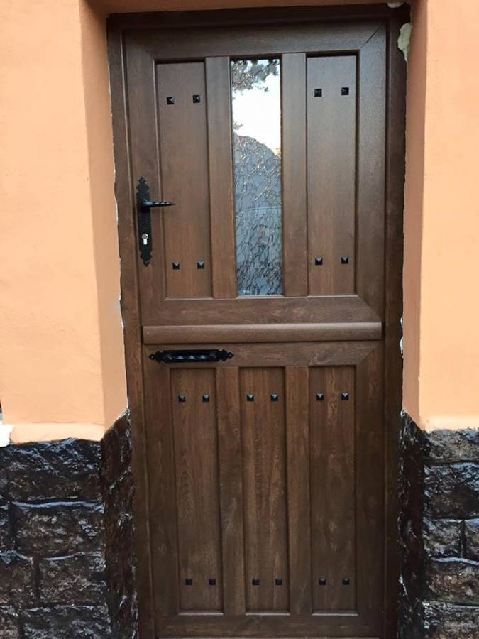 Puerta de PVC tipo cuarterón