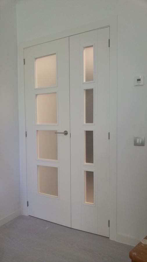puerta doble en cristal de la serie noruega