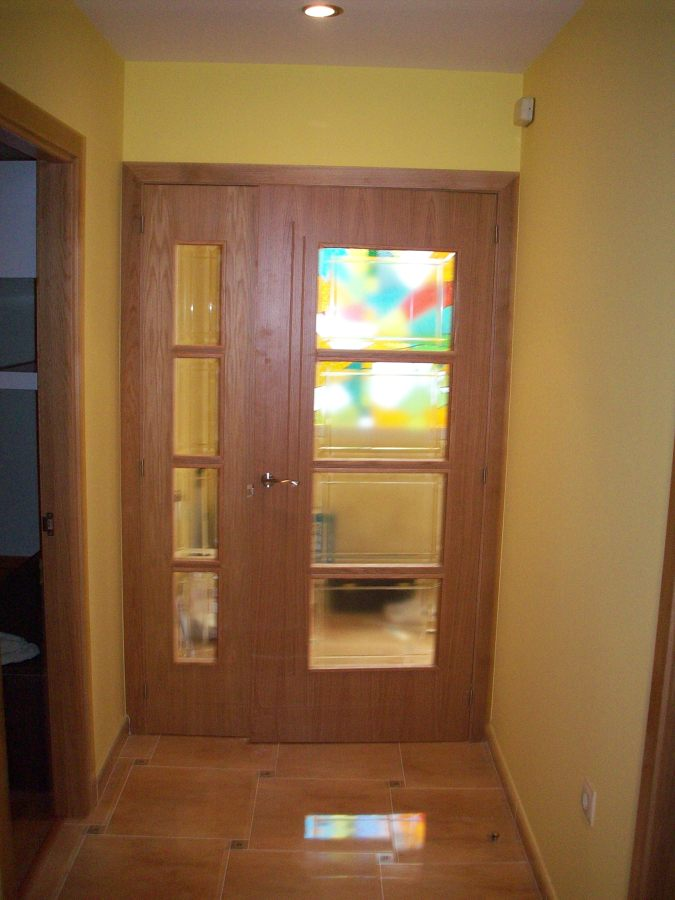 Puerta doble en vivienda unifamiliar