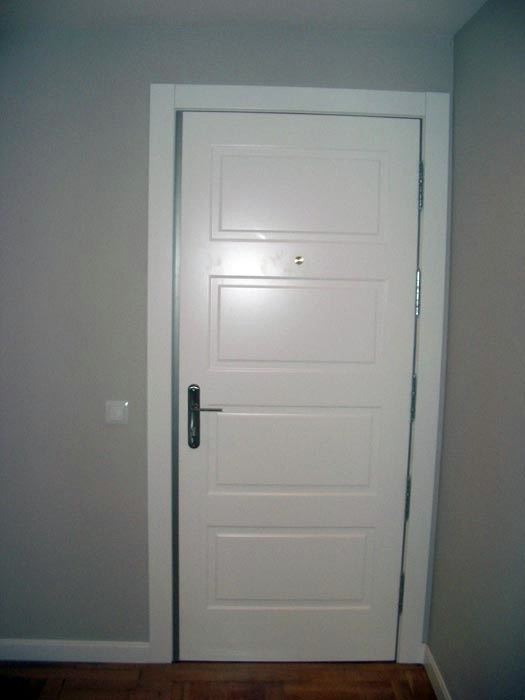Foto puerta dormitorio de mundoreforma madrid 155280 for Puertas para dormitorios