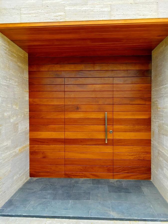 Foto Puerta Entrada Madera Tropical De Fustheri 1227177 Habitissimo