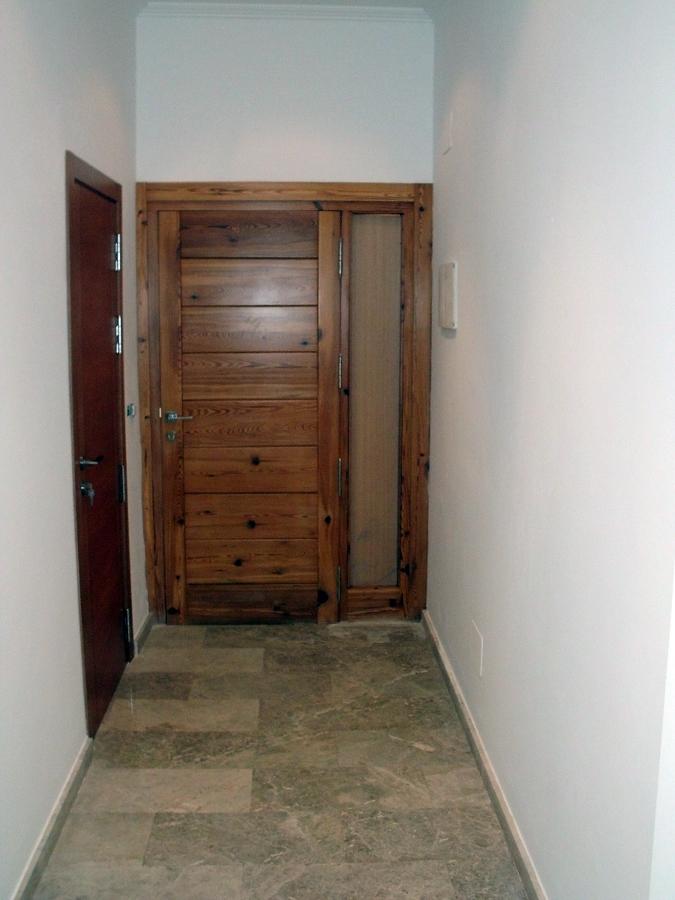 Foto puerta entrada vivienda de construcciones jomapesa s for Puerta entrada vivienda