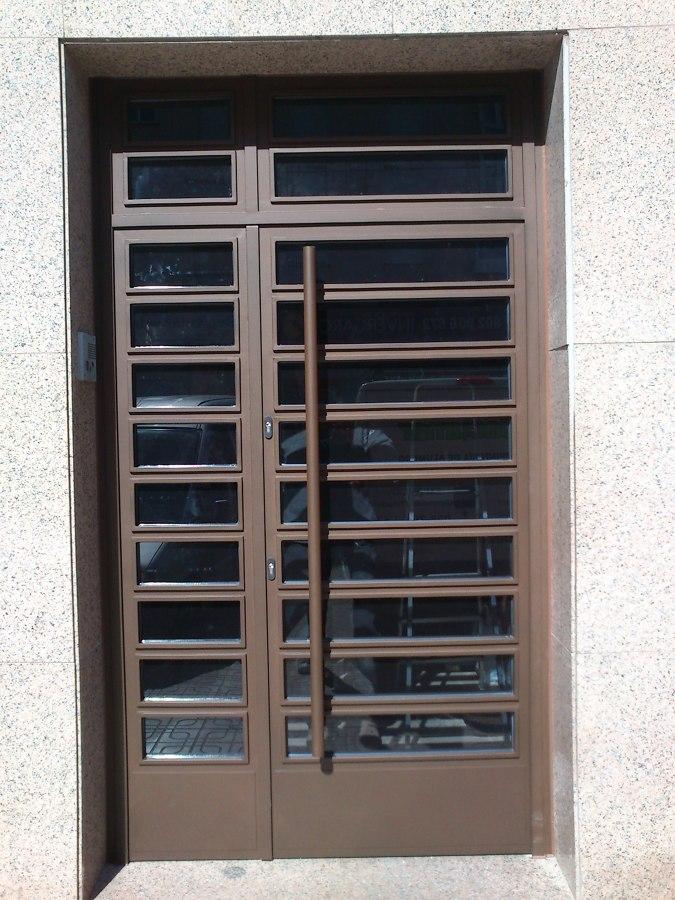 Puerta fabricada en Carpintería Metálica