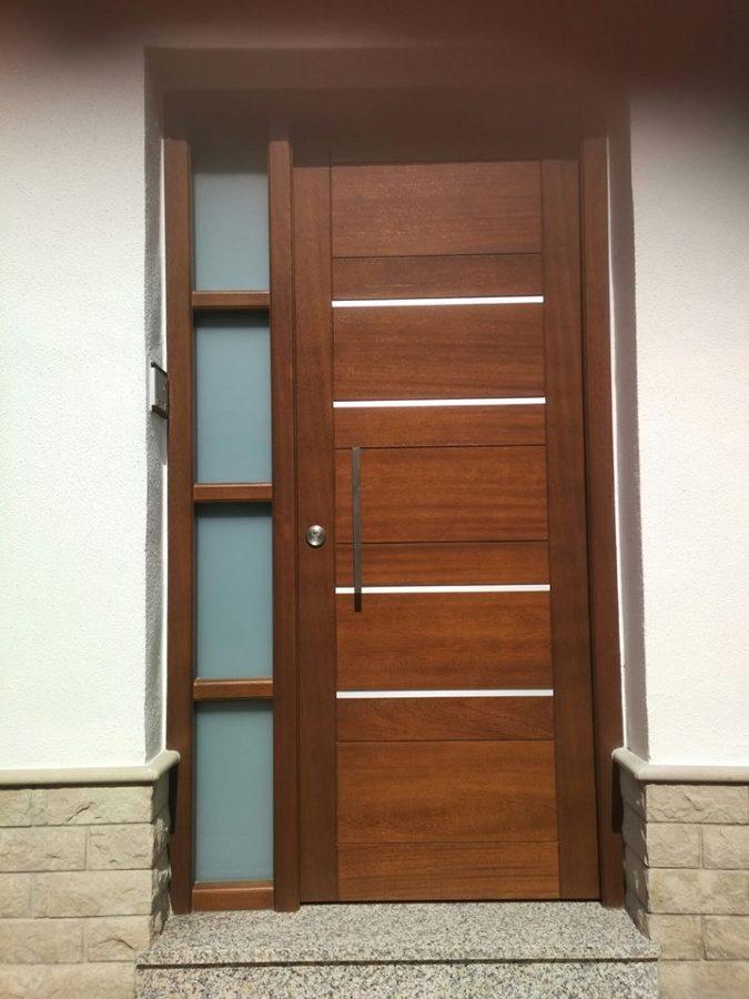Puerta lacada en nogal