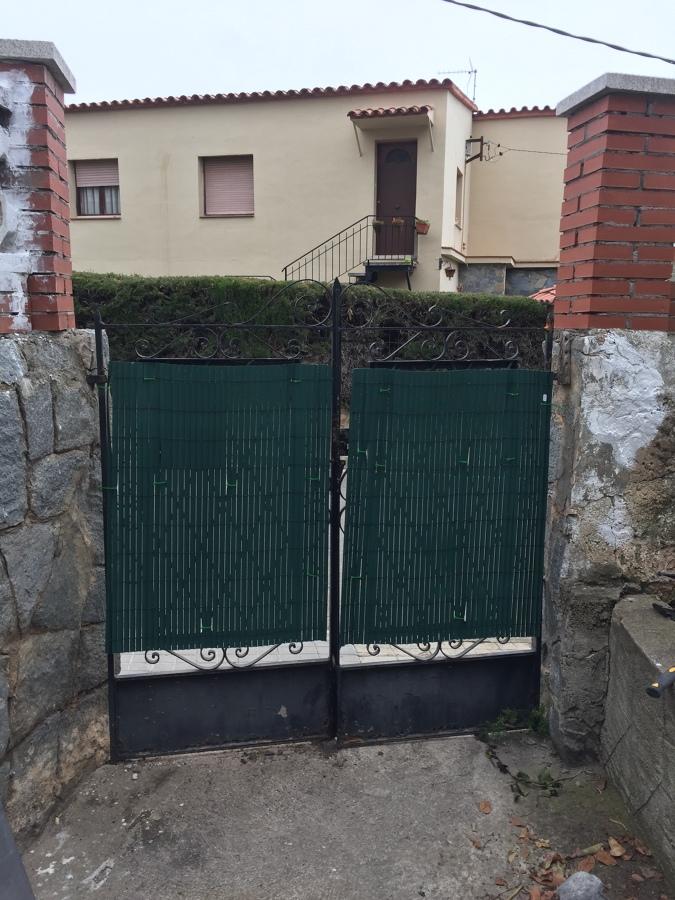 Puerta metálica antes