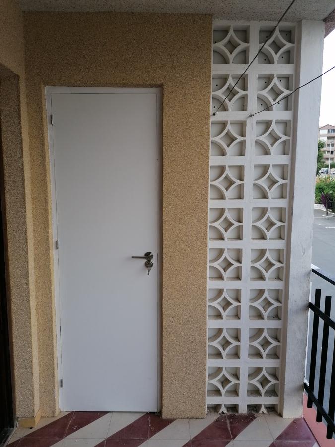Puerta nueva de trastero