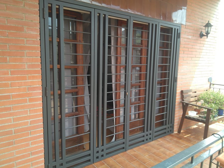 Rejas de seguridad en casa de argentona ideas for Hojas plegables