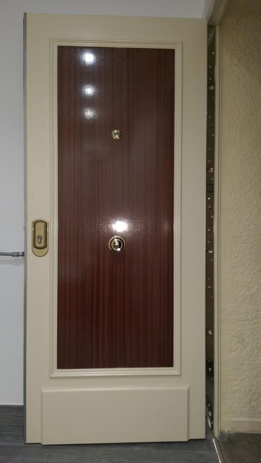 Puerta principal - acorazada