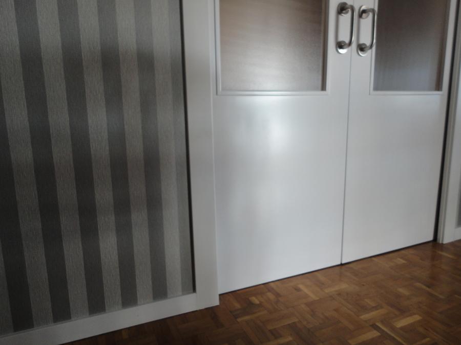 puerta salon , rodapie y manivela