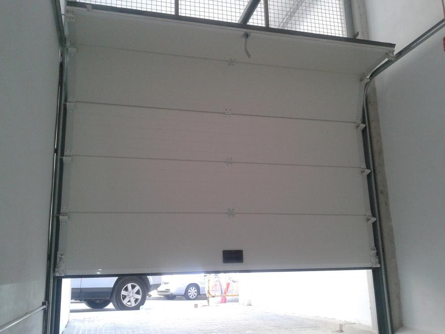 Foto puerta seccional de garaje en apertura de inserma - Puertas de garaje murcia ...