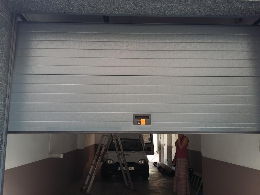 Instalaci n de puerta seccional autom tica para garaje - Puerta de garaje automatica ...