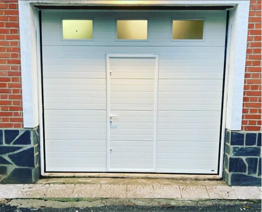 puerta seccional motorizada