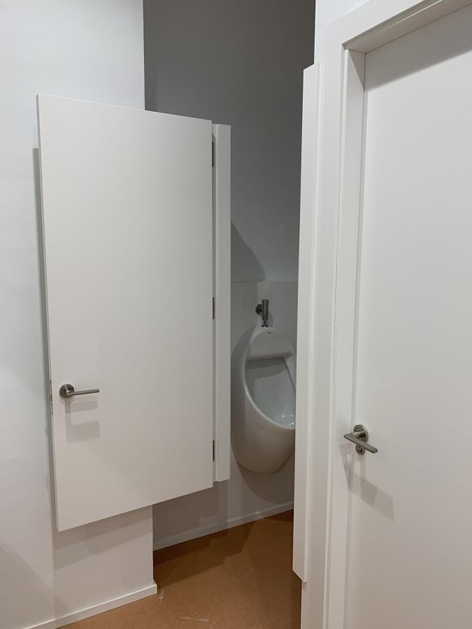 Puerta urinarios