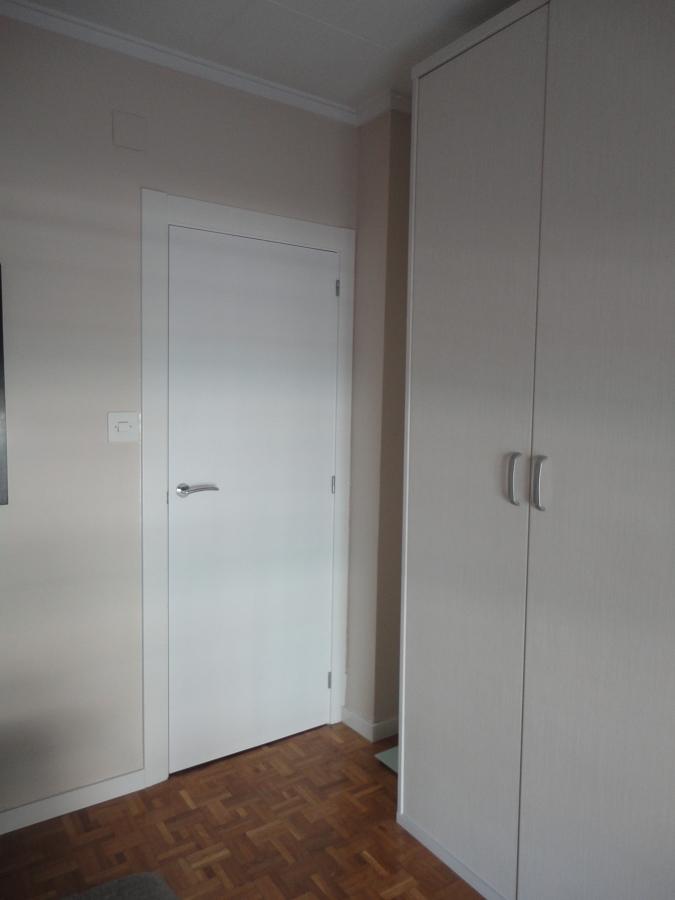 puerta y armario vestidor