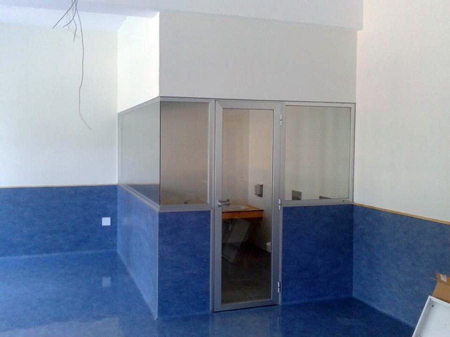 Puerta y fijos para cierre de baño