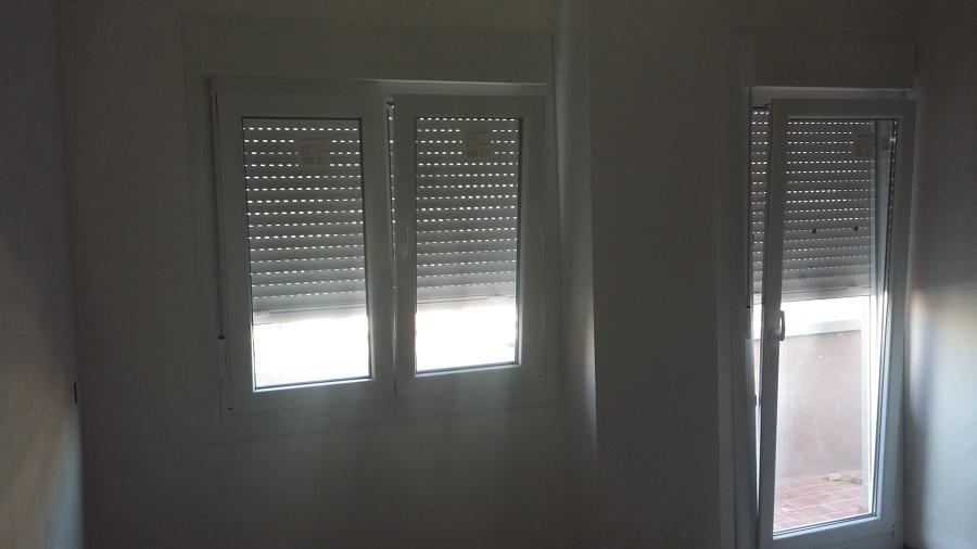Puerta y ventana en salón