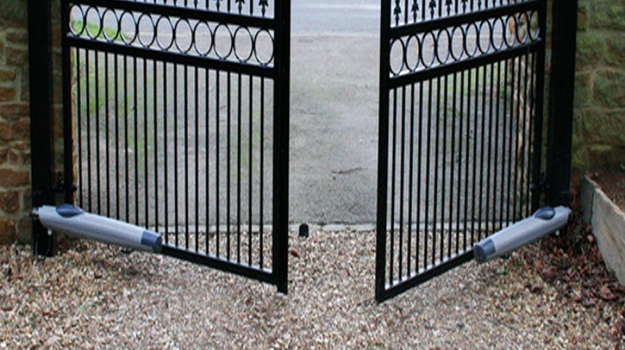 Foto puertas abatibles de forja art stica motorizadas de metalwork carthago 818017 habitissimo - Vallas de forja ...