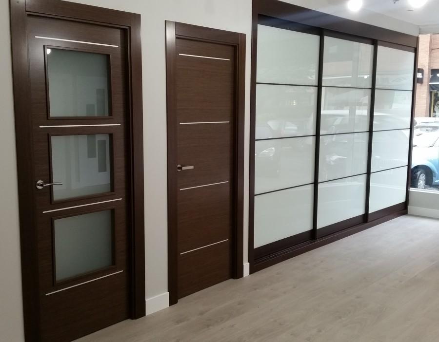 Puertas con cristales de colores ventanas de aluminio pvc for Puertas color wengue